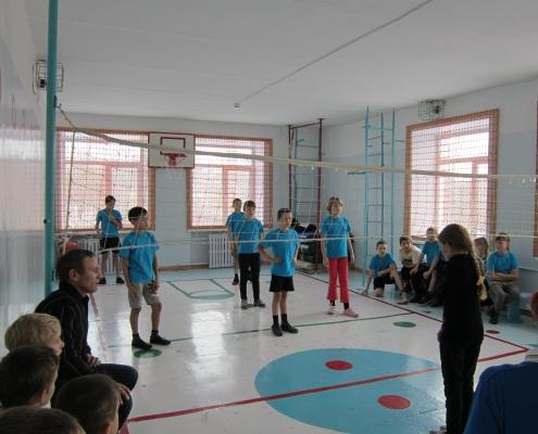 Дружеская встреча команд по пионерболу