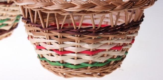 Творческое занятие: Корзинка из цветных полосок